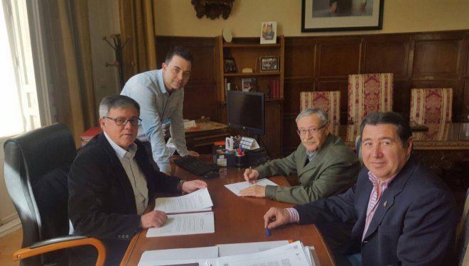 Renovación del acuerdo entre el Ayuntamiento y las asociaciones de Semana Santa