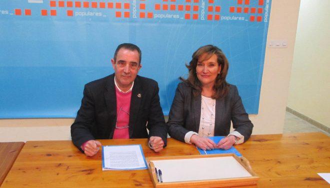 Manuel Mínguez y Rosario Rodríguez critican las políticas de la  Junta de Comunidades ante las necesidades del municipio de Hellín