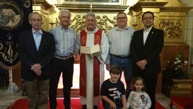 La Parroquia de la Asunción recibe como donación un Misal del siglo XVIII con el que se consagró la Capilla de la Dolorosa