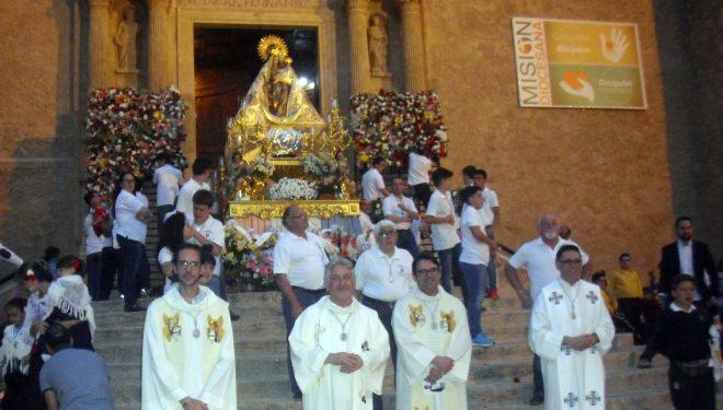 Con  la procesión de la Imagen de la Virgen del Rosario  finalizan los actos  en honor a la Patrona de Hellín
