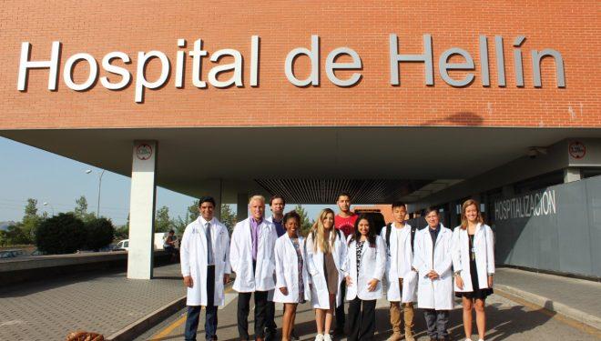 Estudiantes norteamericanos aprenden de la sanidad pública en el Hospital de Hellín