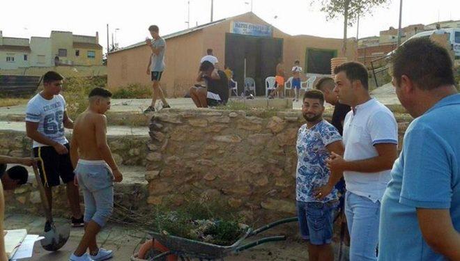 Se lleva a cabo una limpieza y adecentamiento de los barrios del Calvario y la Ribera