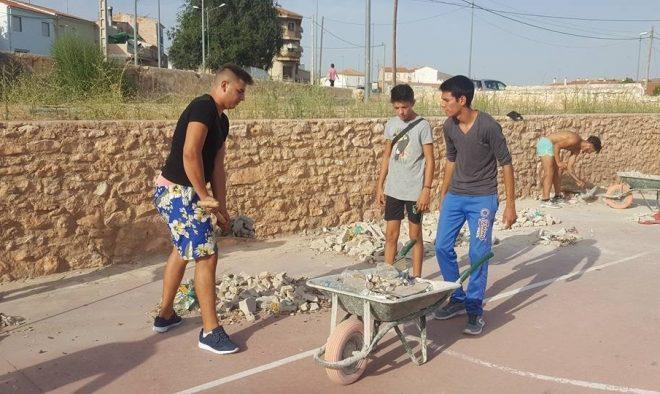Limpieza y adecentamiento por jóvenes de los barrios Calvario y Ribera.