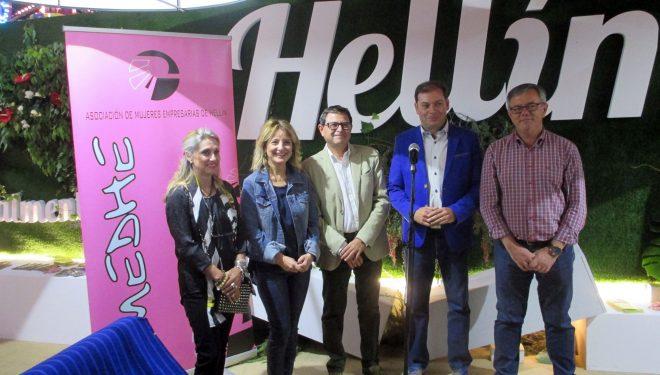 Las asociaciones de comerciantes y empresarios se reunían con el Ayuntamiento para presentar sus iniciativas