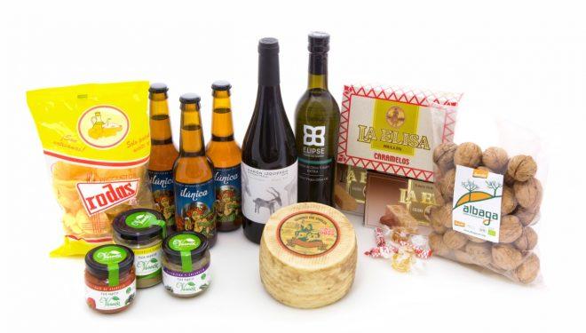 Nuevos y veteranos productos hellineros juntos en una original cesta de Navidad