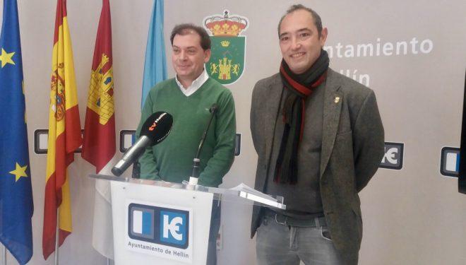 Los portavoces municipales del PSOE e IU defienden el proyecto de suministro  de luminarias LED para el alumbrado público