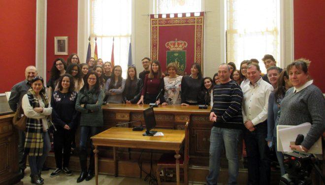 Visita al Ayuntamiento de alumnos del IES Melchor de Macanaz y de la ciudad italiana de Villacidro (Cerdeña)