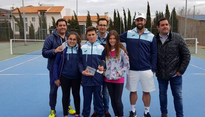 Manuel Requena subcampeón regional de tenis en alevines