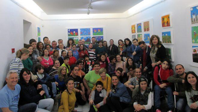 Alrededor de 100 obras exponen los usuarios del Colegio Cruz de Mayo, la Asociación Desarrollo y AFADAFO