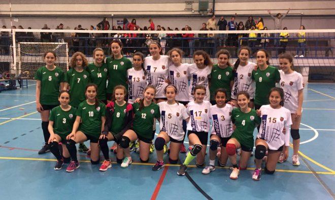 Foto de la Final junto a las jugadoras del C.V. Salesianos Guadalajara, a la postre Campeón<br /> Regional.