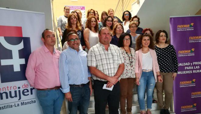 30 mujeres participan en el Centro de la Mujer de un taller de Networkig