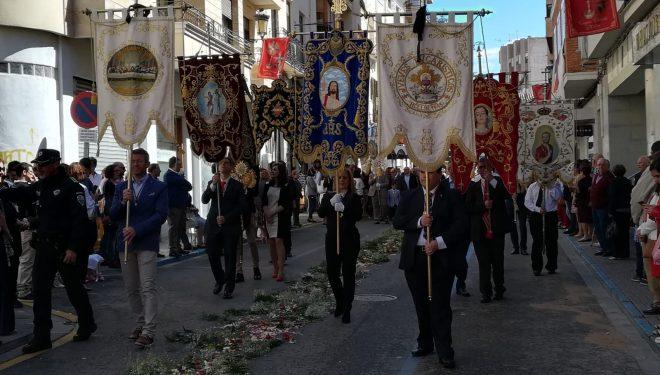 La lluvia quitó brillantez al la procesión del Corpus