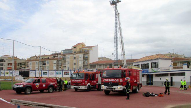 Simulacro de Rescate de operarios electricistas en las torres del alumbrado del Campo de Deportes Santa Ana