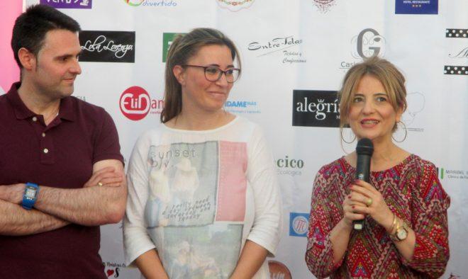 Ana Oliva con Fran Martínez y Cristina Díaz, responsables del restaurante Maralba de Almansa