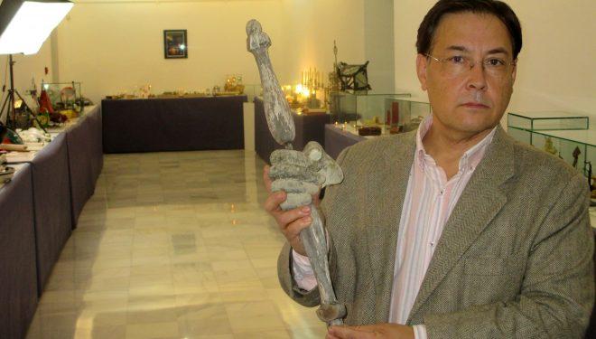 La imagen de la Virgen Reina del Cerro del Pino, sufre un pequeño accidente