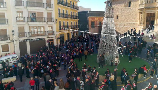 Más de 300 tamborileros salieron a la calle para celebrar la declaración de Patrimonio Inmaterial de la Humanidad