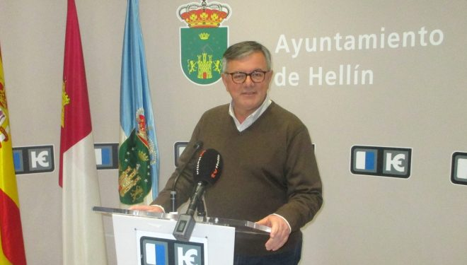 Ramón García demandado por autorizar el precinto del mercadillo que se iba a instalar en el Polígono San Rafael