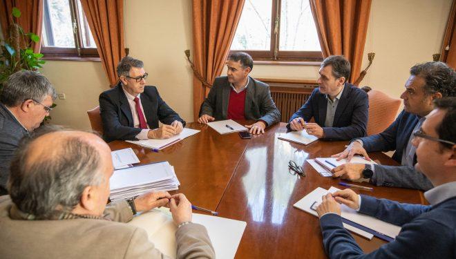González Ramos y la CHS se comprometen a resolver los expedientes presentados por los regantes de Hellín en el menor tiempo posible