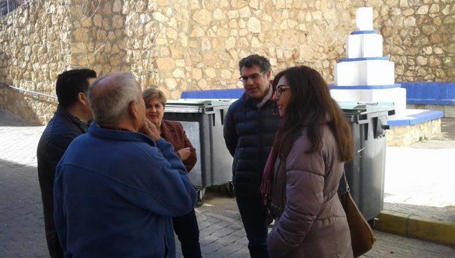 El presidente local del PP, Manuel Serena, visita diferentes barrios de la ciudad