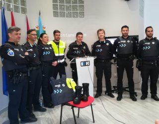 La Policía Local presenta su nueva equipamiento de acuerdo con la situación de alarma que vive el país