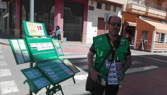 Una persona agraciada con un premio de la ONCE de 2.000 euros al mes durante 15 años