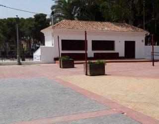 Las piscinas municipales, el carril bici y el kiosco de La Rosaleda