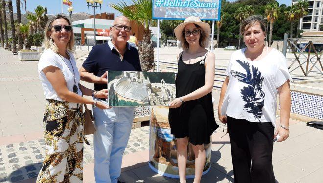 La concejala de Turismo, María Jesús López, inicia  la campaña #HellínTeSuena, en Benidorm y Cartagena