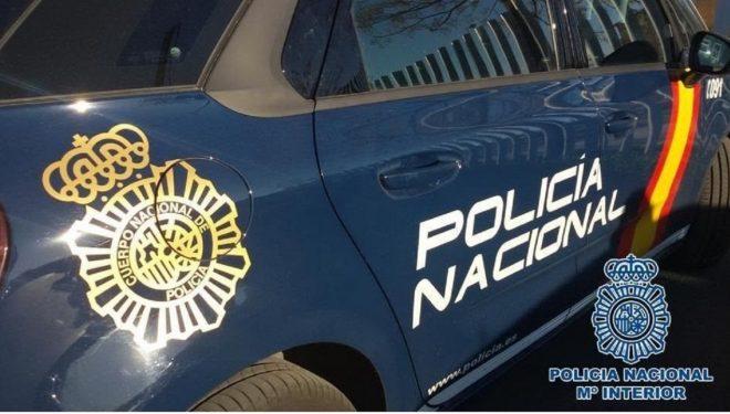 La Policía Nacional extingue un fuego en una vivienda que se originó de madrugada