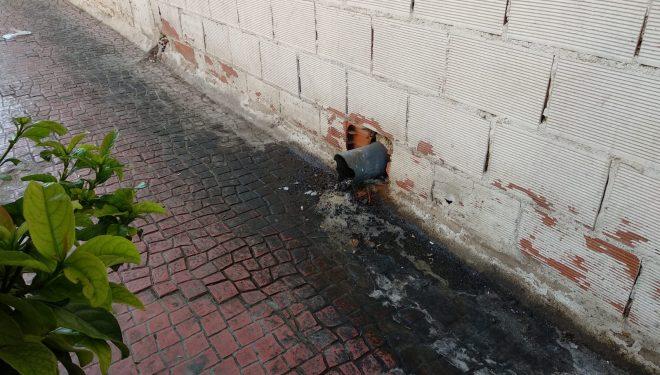 Denuncia de vertidos en la calle Melchor de Macanaz