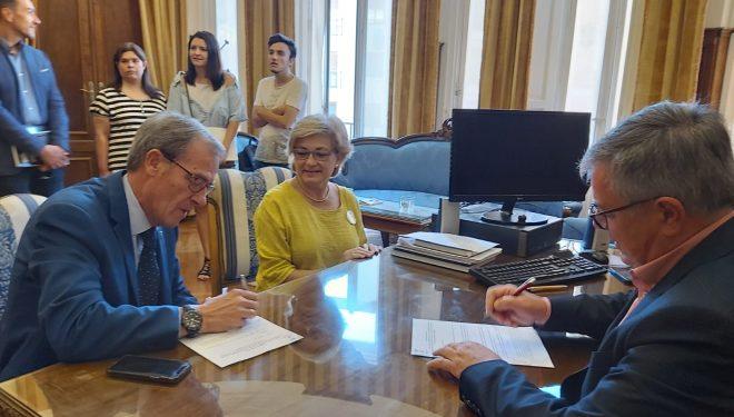 El Ayuntamiento firma un acuerdo de colaboración con ASPRONA que recibirá  4.000 euros anuales a partir del 2020