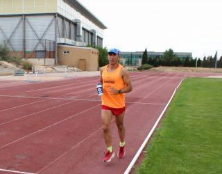 El atleta hellinero, José Martínez Morote, rumbo a Australia