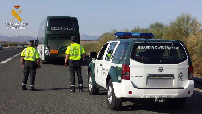 La Guardia Civil de Hellín inmoviliza a un autobús, cuyo conductor dio positivo por drogas