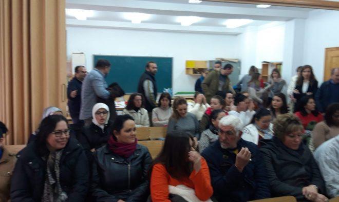 Entrega de diplomas a las personas que han participado en los cursos de formación y empleo de Cáritas.