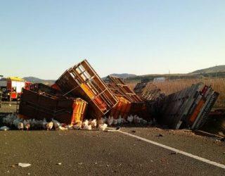 Aparatoso triple choque de camiones en la Autovia-30