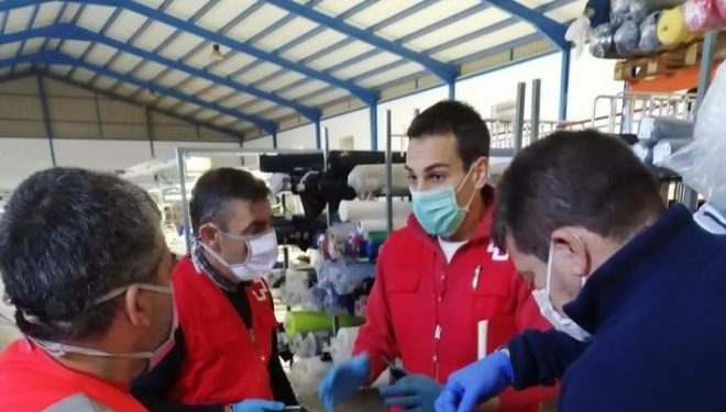 Cruz Roja pone en marcha un operativo para confeccionar mascarillas y batas de protección