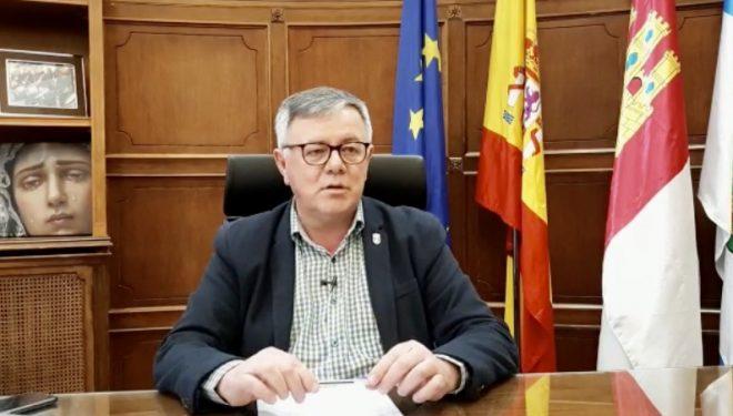 Bando del alcalde de Hellín, Ramón García, con el fin de tomar medidas en los centros de trabajo y servicios públicos municipales