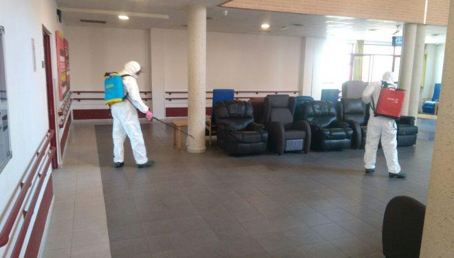 El Dispositivo de GEACAM ha realizado hoy labores de limpieza en las residencias de Las Hazas y Madre María Luisa