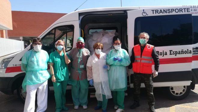 """360 batas y 1.500 mascarillas entregadas por la Plataforma """"Hellín Contra el COVID 19"""" al Hospital"""