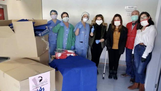 AMEDHE dona 300 batas al Hospital de Hellín