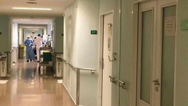 El Hospital de Hellín tiene 42 pacientes de Covid-19 en cama convencional