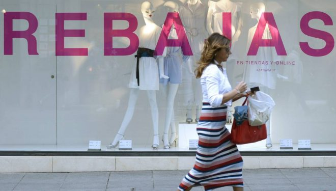 FECOM considera que prohibir las rebajas en tienda física atenta directamente contra el pequeño comercio
