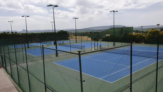 Abre sus instalaciones el Club de Tenis Hellín