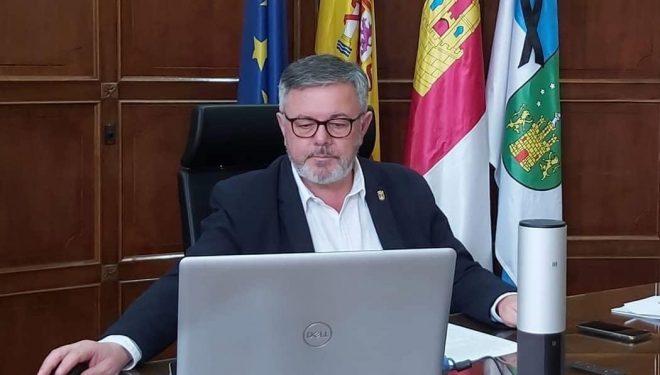Ramón García se defiende de las críticas que ha suscitado la habilitación provisional como semipeatonales de algunas calles