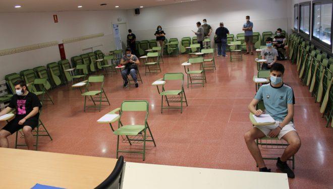 """Alumnos de los IES """"Izpisúa Belmonte"""" y """"Justo Millán"""" comienzan las pruebas de acceso de los Ciclos de FP de Grado Medio y Superior"""