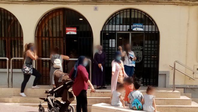 """Mario Artesero: """"El ayuntamiento debe regular el orden en las colas de espera a las puertas de comercios y edificios"""""""
