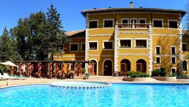 Un centenar de argelinos pasarán cuarentena en el Hotel Cenajo