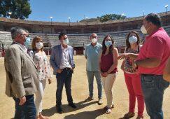 El presidente de la Diputación elogia la nueva iluminación del Campo de Fútbol Santa Ana y la Plaza de Toros