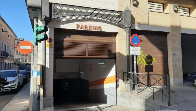 La concejala de Comercio, satisfecha de que el parking del Mercado de Abastos lo gestionen los concesionarios