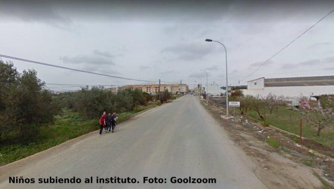 Ciudadanos pide que se aumente la seguridad de la curva de la calle Castilla-la Mancha, junto a la antigua piscina de Víllora