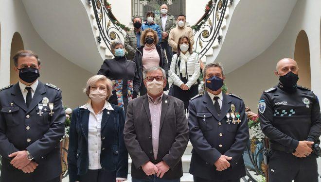 Reconocimiento a los seis empleados municipales jubilados durante el presente año
